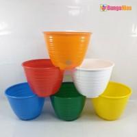 Pot Honey 10 Cm ( Mirip Pot Tawon ) Bunga dan Tanaman Plastik Kecil - Putih