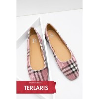 Berrybenka Sepatu Flat Shoes Wanita Micca Decyta Pompom Flats Pink