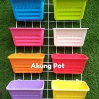 Pot Tanaman Plastik Gantung NKT pelangi warna warni 22 cm