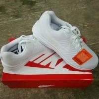 sepatu sport wanita full white Nike