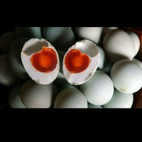 Telur asin Brebes isi merah