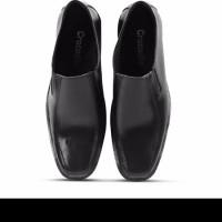 Sepatu fantofel hitam pria