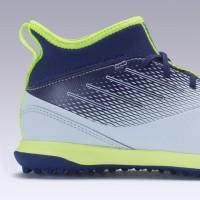 Kipsta Sepatu Futsal Sintetis Anak Agility 500 Jr Mid Grey/Blue