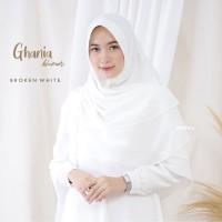 Khimar/Jilbab Syar i Muslimah Ghania Series - Broken White Colour