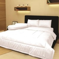 sprei polos embos jaquard queen size 160x200 T30 white/putih