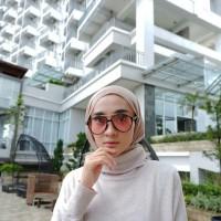 kacamata hitam wanita terbaru model warna transparan