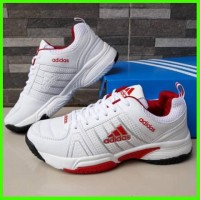 Sepatu Olahraga Tennis Pria Adidas