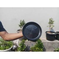 Tatakan alas pot bunga hitam 30 cm