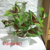 Set tanaman merah/ tanaman hias/ bunga plastik/ Daun palsu