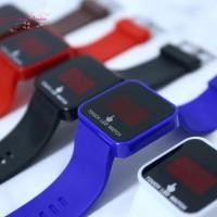 Wanita Jam Tangan Quartz Analog Dial Kotak Strap Silikon untuk Pria
