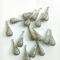 Charm bandul liontin logam putik bunga silver 1.2*2.8cm (PER PCS)