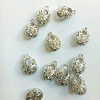 Charm bandul liontin logam oval motif daun silver 1.3*2cm (isi 11)