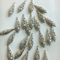 Charm bandul liontin logam daun motif bunga silver 1.2*3.8cm (PER PCS)