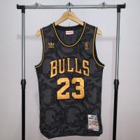 Jersey Basket Swingman NBA Chicago Bulls Michael Jordan hitam emas