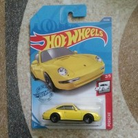 Hotwheels 2020 96 Porsche Carrera kuning