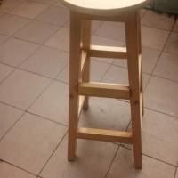 kursi kayu dudukan bulat tinggi 80cm