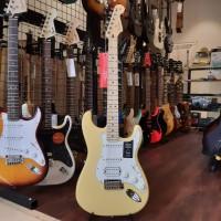 Fender Player HSS Stratocaster Electric Guitar, Maple FB ButterCream
