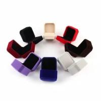 Kotak Cincin / Tempat Cincin / Ring Box Cincin Tunangan Lamaran Velvet