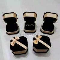 Box Kotak Tempat 2 Cincin Lamaran Tunangan Kawin Nikah Emas Beludru