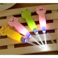 Korek Kuping Pembersih Telinga Motif Hewan Flashlight Earpick LED