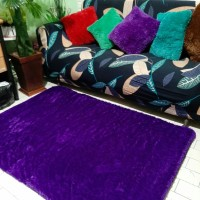 Karpet bulu rasfur warna ungu