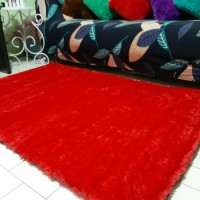 Karpet bulu rasfur warna merah
