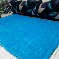 Karpet bulu rasfur warna biru muda