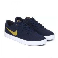 Men's Nike SB Check Solarsoft Canvas Skateboarding Shoe / 843896-403