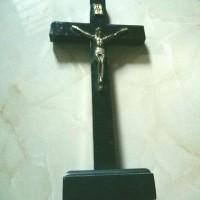 salib duduk kayu hitam korpus kuningan