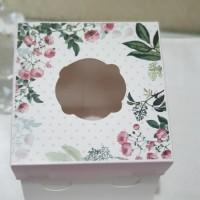 Dus Roti Tart tutup full mika atau bunga bahan ivory 22x22x10 cm