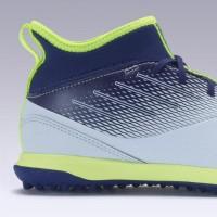 Kipsta Sepatu Futsal Sintetis Anak Agility 500 Jr Mid Grey/Blue DCT