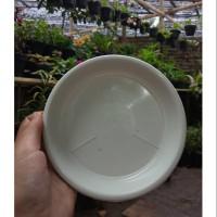 Tatakan plastik / alas pot putih