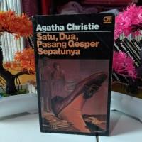 Novel Misteri Agatha Christie Satu Dua Pasang Gesper Sepatunya