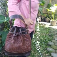 Tas selempang wanita serut kulit asli