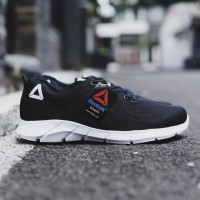 sepatu REEBOK free running sport sepatu pria olahraga dan lifestyle
