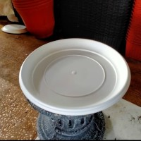 tatakan pot plastik putih// - putih