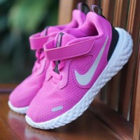ORIGINAL Nike Sepatu Anak Kids Kid Perempuan Slip On Velcro Pink BNWB