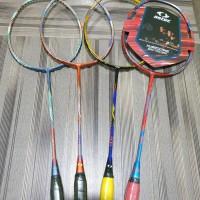 Raket badminton Astec Hurricane 800