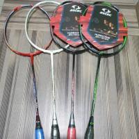 Raket badminton Astec Hurricane 700