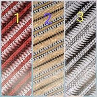 isi 10 kertas kado motif batik glosy