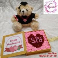 Boneka beruang toga dan bouquet box kotak kado hadiah wisuda kelulusan