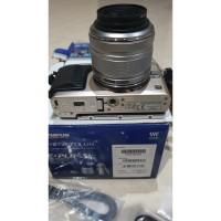 Bekas / Preloved - Kamera Mirrorless Olympus PEN E-PL6 Digital Camera