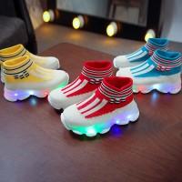 Sepatu Sneaker Bayi Laki-Laki / Perempuan Anti Slip dengan Lampu LED