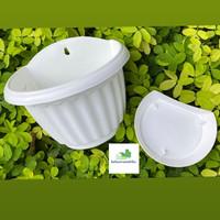 Pot Tempel Putih Plastik + Tatakan