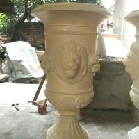 Pot Klasik Ornamen Kepala Singa