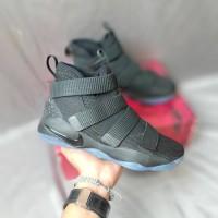 Sepatu Basket Nike Lebron Soldier 11