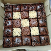 Fudgy brownies mix topping