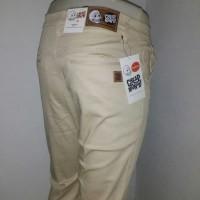 Celana Chino Cheap Monday pria warna Cream 02
