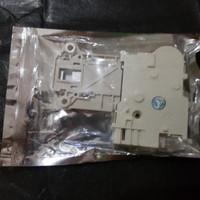 Door Lock Mesin cuci Electrolux EWF1073 EWF1082 EWF1092 EWF1495