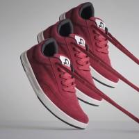 Sepatu Sneakers Suede Libra Maroon
